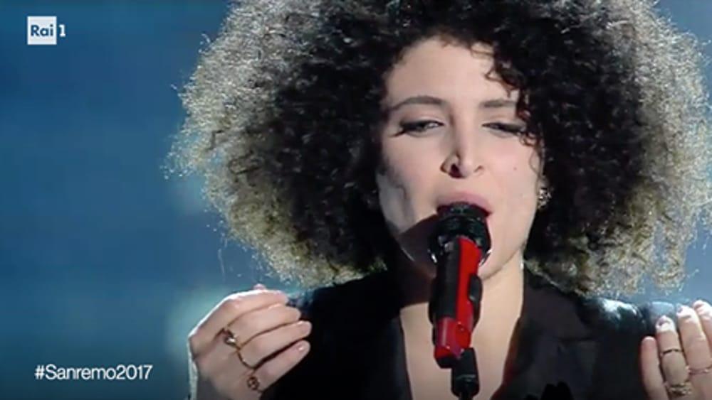 Marianne mirage sul palcoscenico dell 39 ariston ma il suo for Portico dello schermo prefabbricato